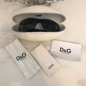Dolce &Gabbana Navy sunglasses NWT and case